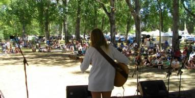 Vendulka performing at the Nariel-Creek Folk Festival